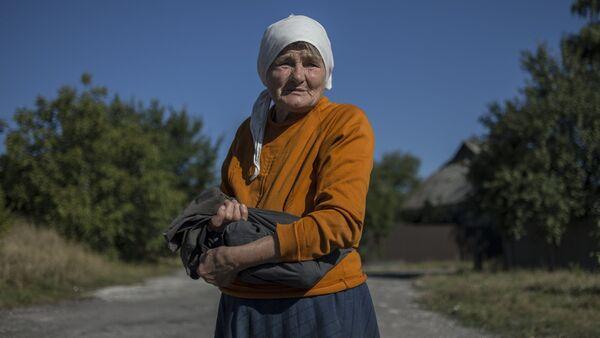 Una habitante de la región de Donetsk - Sputnik Mundo