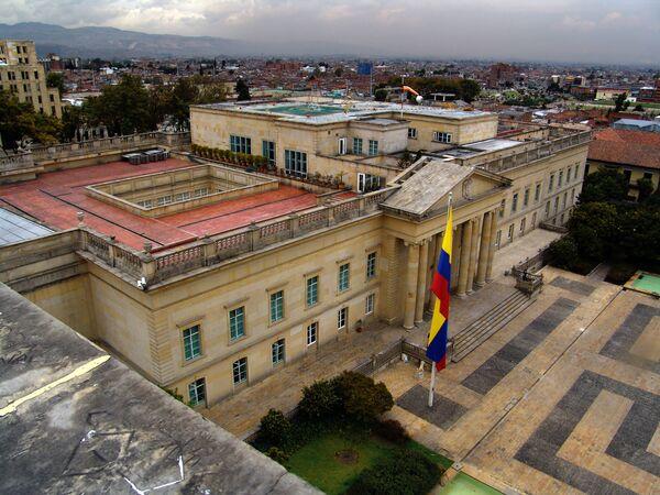 La Casa de Nariño, ubicada en el centro histórico de Bogotá, es la residencia oficial del presidente de Colombia. Originalmente fue el Palacio de la Carrera, construido en el siglo XVII, hasta su demolición y reconstrucción entre 1906 y 1908, en estilo neoclásico. - Sputnik Mundo