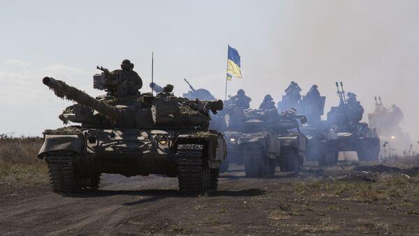 Tanques ucranianos cerca de Mariúpol, en la región de Donetsk (archivo) - Sputnik Mundo