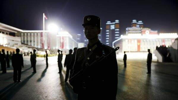 North Korean soldiers secure Pyongyang's main Kim Il Sung Square during the celebration of the 70th anniversary of the founding of the ruling Workers' Party of Korea October 10, 2015. - Sputnik Mundo