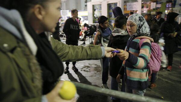 Беженцы с Ближнего Востока в Мюнхене - Sputnik Mundo
