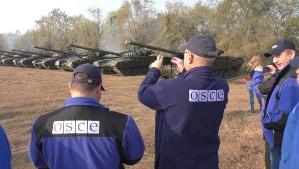 Milicias de Donbás retiran los T-72 - Sputnik Mundo