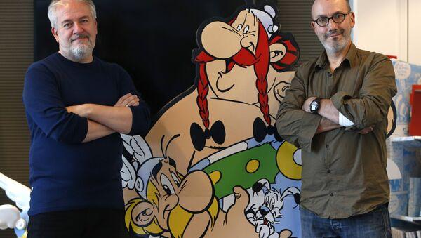 Jean-Yves Ferri y Didier Conrad con 'Astérix y el Papiro del César' - Sputnik Mundo
