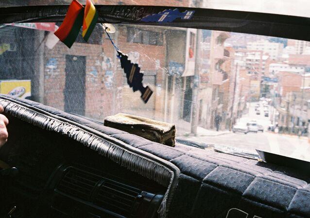 Chofer boliviano en La Paz