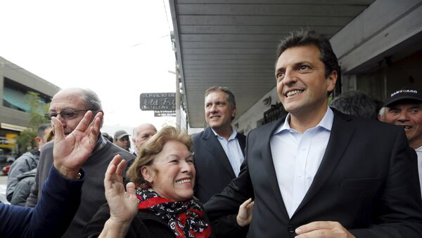 Presidential hopeful Sergio Massa (R) of the Frente Renovador (Renewal Front) - Sputnik Mundo