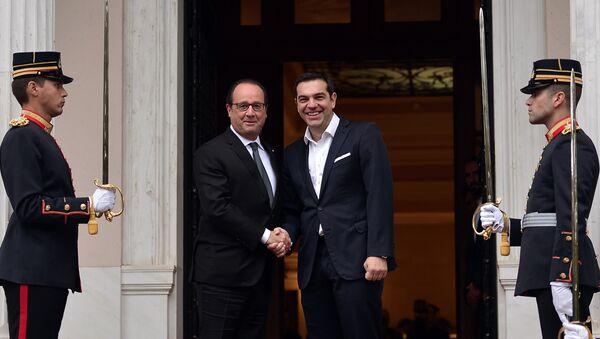 El primer ministro de Grecia, Alexis Tsipras y el presidente de Francia, François Hollande - Sputnik Mundo