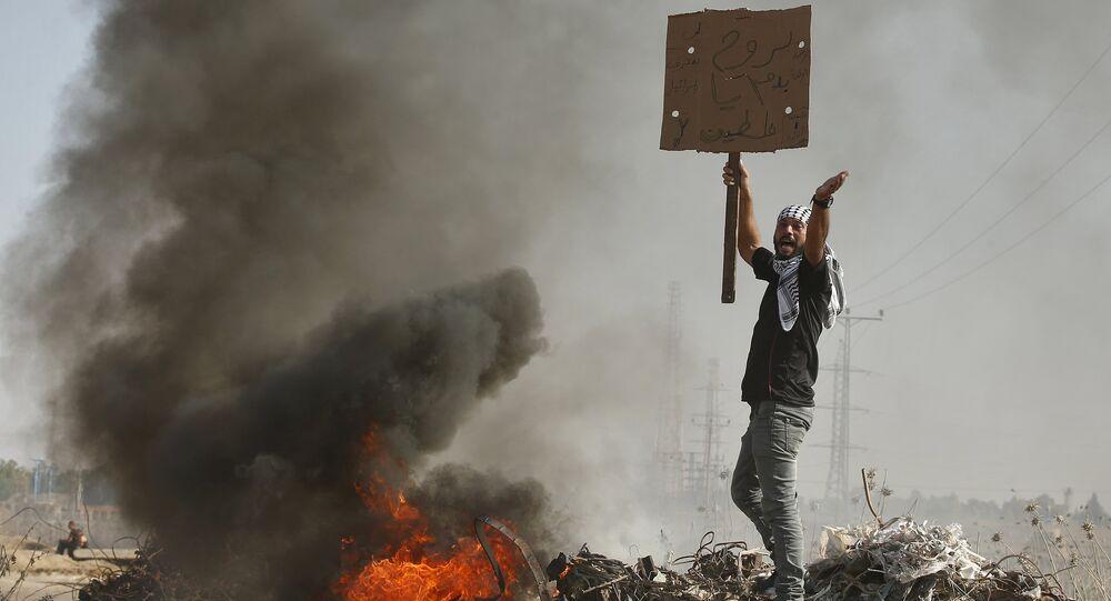 Manifestante palestino grita durante las enfrentamientos con las tropas israeliés (archivo)
