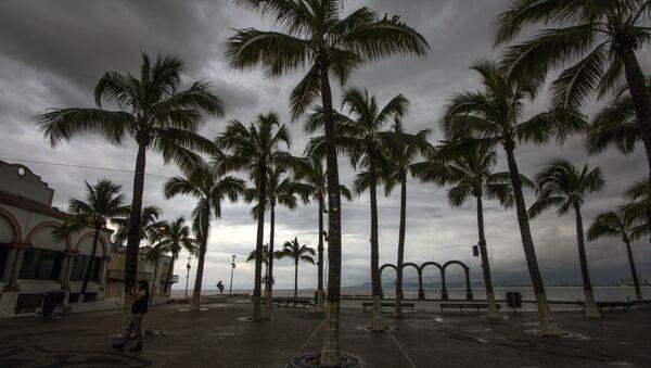 El huracán Patricia se degrada a tormenta tropical - Sputnik Mundo