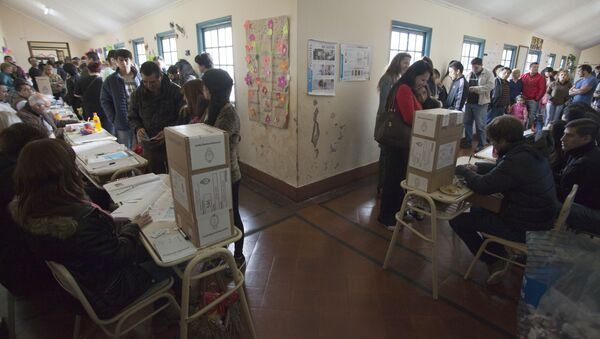 Encuestas a boca de urna vaticinan segunda vuelta en Argentina - Sputnik Mundo