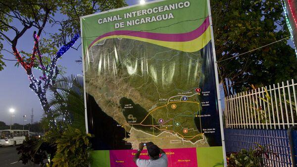 Un póster con mapa del Canal de Nicaragua (archivo) - Sputnik Mundo