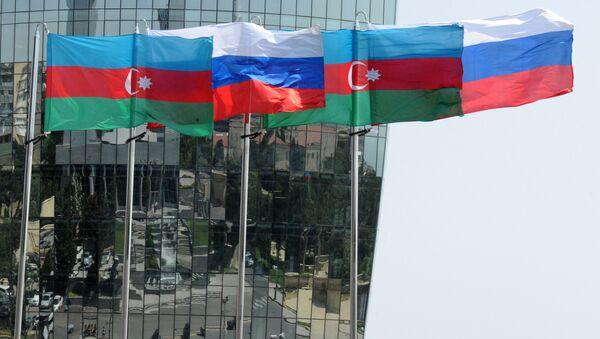 Banderas de Azerbaiyán y Rusia - Sputnik Mundo