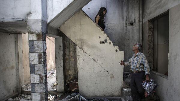 Cristianos sirios en su casa en Homs - Sputnik Mundo