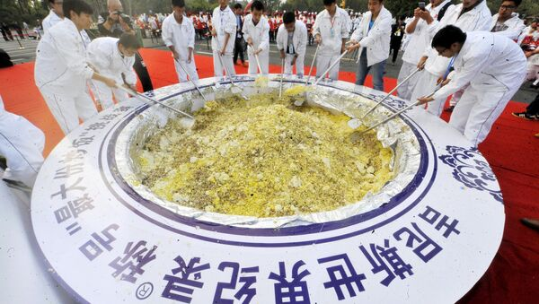 Se cocinan cuatro toneladas de arroz en un intento de récord mundial Guinness en Yangzhóu - Sputnik Mundo