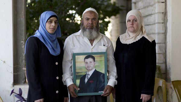 Familia de Islam Hamed con su foto - Sputnik Mundo