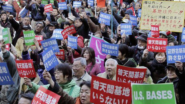 Manifestación de protesta en Okinawa - Sputnik Mundo
