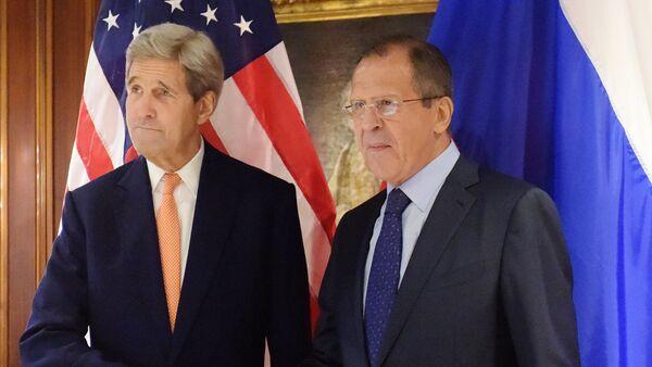 Secretario de Estado de EEUU, John Kerry, y ministro de Asuntos Exteriores ruso, Serguéi Lavrov - Sputnik Mundo