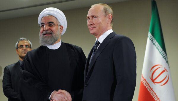 Los presidentes de Irán y Rusia, Vladímir Putin y Hasán Ruhaní - Sputnik Mundo