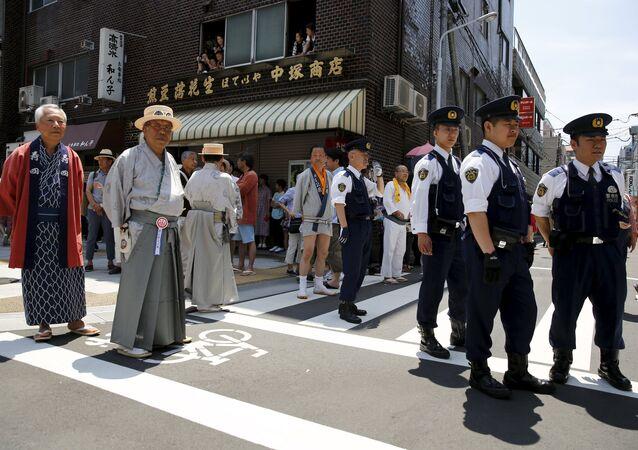 Policías en Tokio