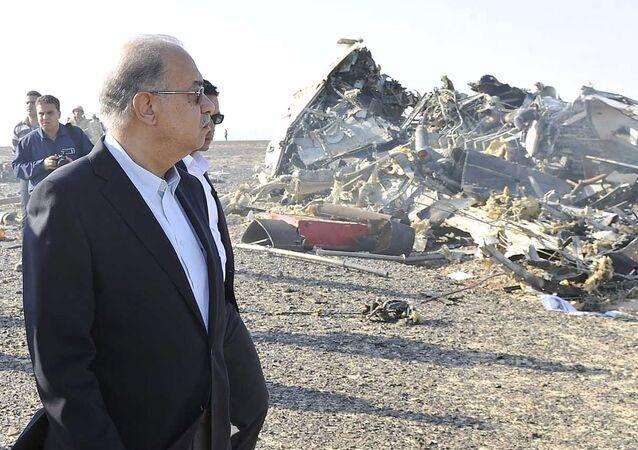 Primer ministro de Egipto Sherif Ismail en el lugar del siniestro del Airbus-321