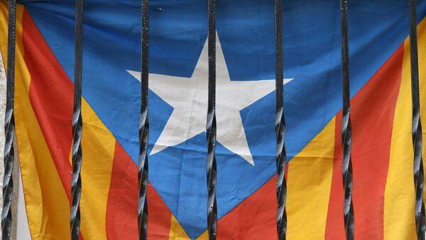 'Estelada', bandera de Cataluña en un balcón en Barcelona - Sputnik Mundo