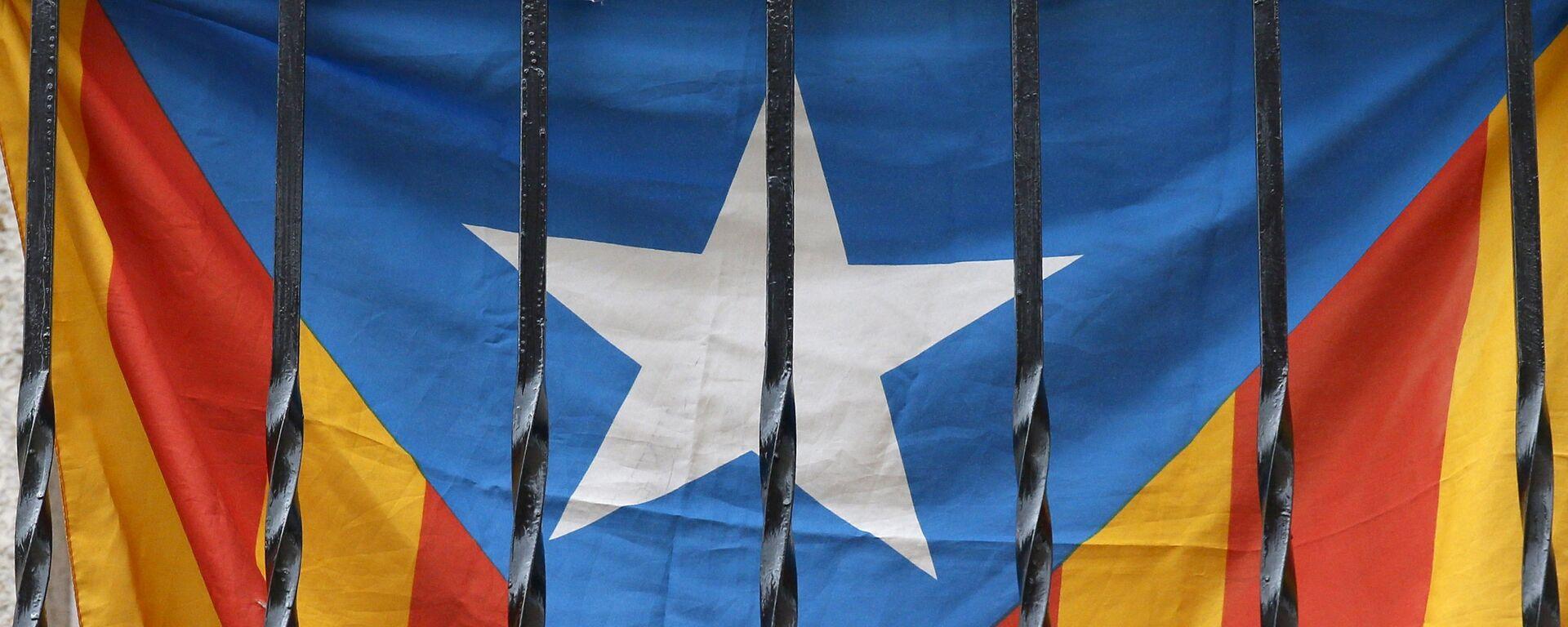 'Estelada', bandera de Cataluña en un balcón en Barcelona - Sputnik Mundo, 1920, 22.06.2021