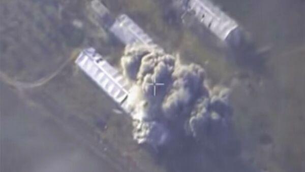 Aviación rusa bombardea una planta militar de extremistas en Alepo - Sputnik Mundo