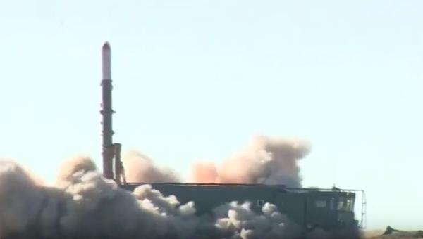 Lanzamiento de un misil Iskander - Sputnik Mundo