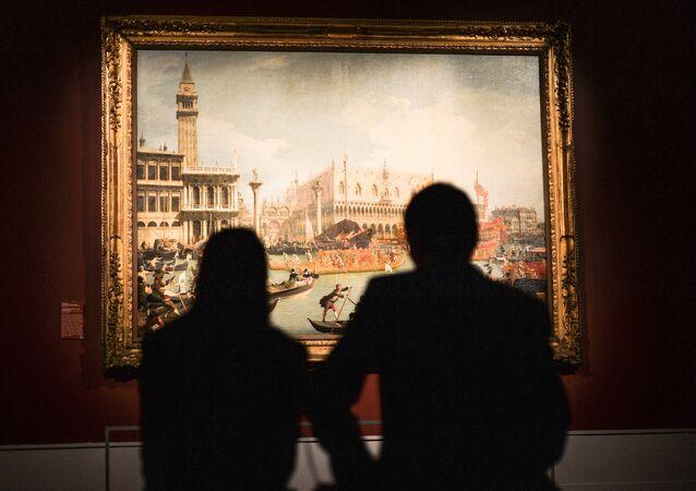 Visitantes del Museo Estatal de Bellas Artes Pushkin