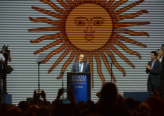 Candidato oficialista Daniel Scioli en el cierre de la campaña electoral en Buenos Aires, Argentina