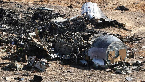 Los restos del avión ruso A321 en el lugar del siniestro en Egipto - Sputnik Mundo