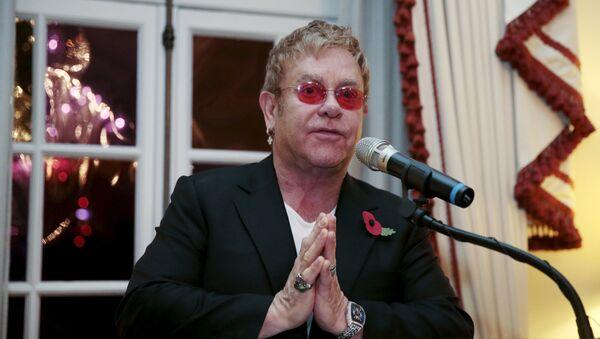 Singer Elton John speaks at a reception at The U.S. Ambassador's London residence, Britain, November 4, 2015.  - Sputnik Mundo