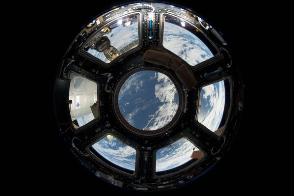 15 años de vuelos a la órbita de la Tierra: las mejores fotos hechas desde la EEI - Sputnik Mundo