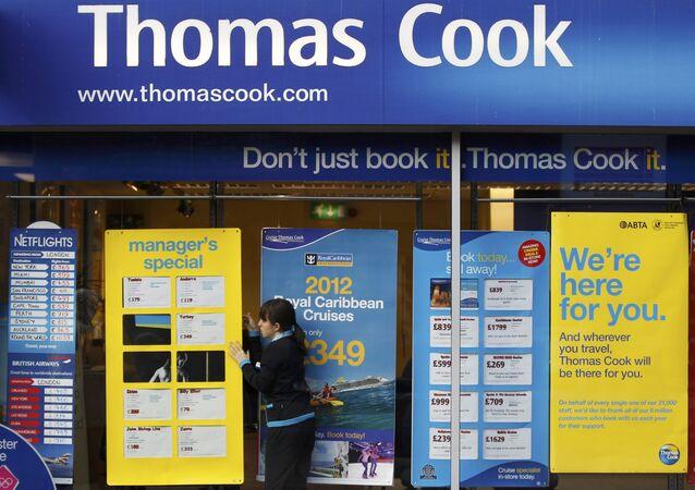 Empleado de Thomas Cook cambia las ofertas de viajes