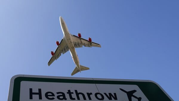 Aircraft taking off from Heathrow airport in west London - Sputnik Mundo