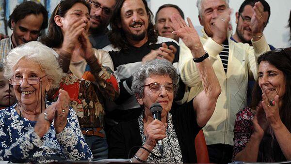 Presidenta de la organización Abuelas de Plaza de Mayo, Estela de Carlotto, y una de las fundadoras, Delia Giovanola (archivo) - Sputnik Mundo