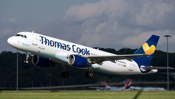 Un avión de la aerolínea británica Thomas Cook - Sputnik Mundo
