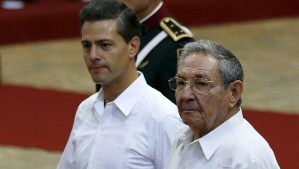 Presidente de México, Enrique Peña Nieto, y presidente de Cuba, Raúl Castro - Sputnik Mundo