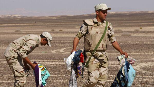Militares egipcios en el lugar del siniestro del Airbus A321 ruso en Egipto - Sputnik Mundo