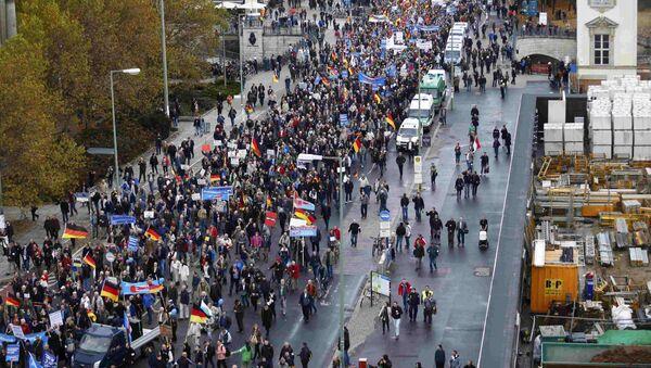 Partidarios del AfD se manifestan contra la política del Gobierno alemán en la acogida de refugiados - Sputnik Mundo