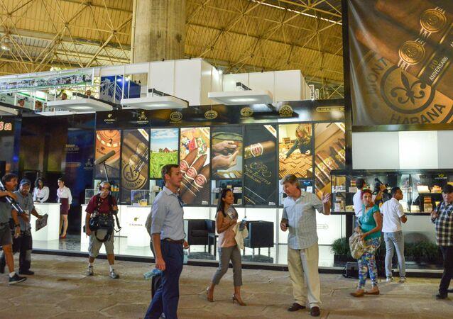 Visitantes en la 33ª Feria Internacional de La Habana (FIHAV)