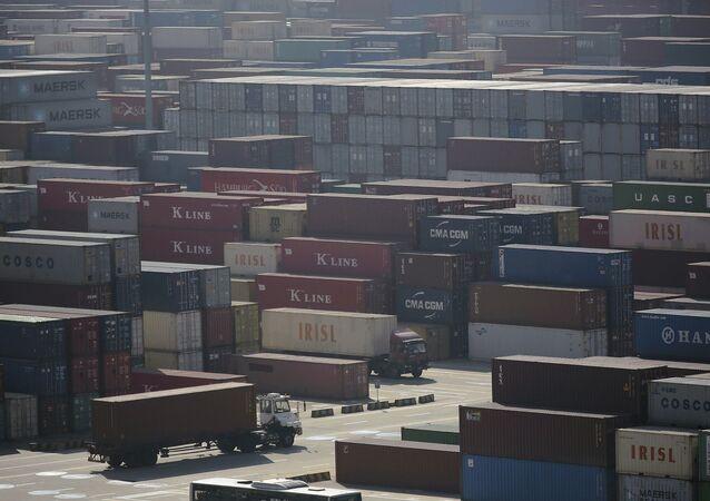 Contenedores en el puerto chino de Shangai
