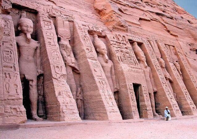 Templo de Hathor, Egipto