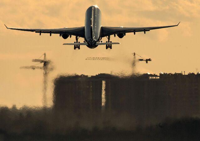 Un Airbus A330 despega del aeropuerto moscovita de Sheremétievo (archivo)