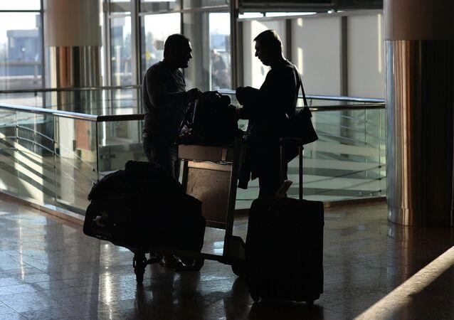 Pasajeros en aeropuerto internacional de Moscú - Sheremetyevo