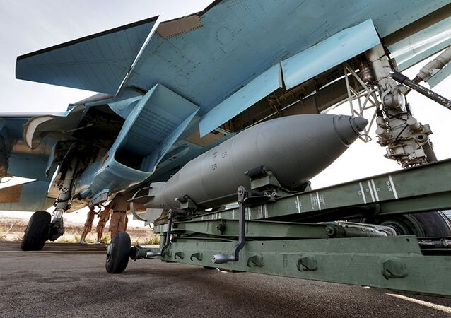 Caza ruso Sukhoi Su-34 en el aeródromo de Hmeymim, Siria