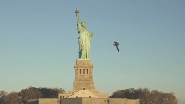 Espectacular vuelo en JetPack alrededor de la Estatua de la Libertad - Sputnik Mundo