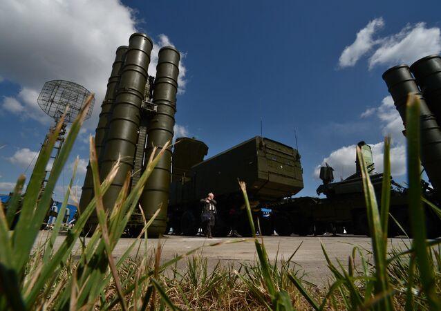 Sistemas antiaéreos rusos S-300