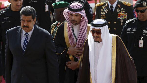 Presidente de Venezuela, Nicolás Maduro (izda.) y rey de Arabia Saudí, Salman Bin Abdelaziz - Sputnik Mundo