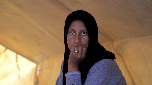 Una refugiada en un campo para migrantes en Chipre - Sputnik Mundo