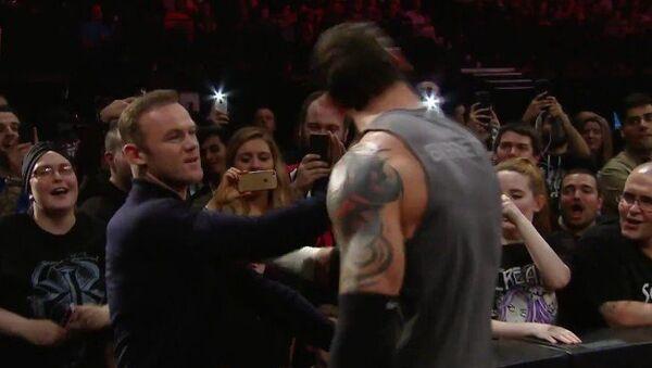 Futbolista Rooney tumba de una bofetada a un luchador de WWE - Sputnik Mundo